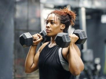 woman-lifting-dumbbells